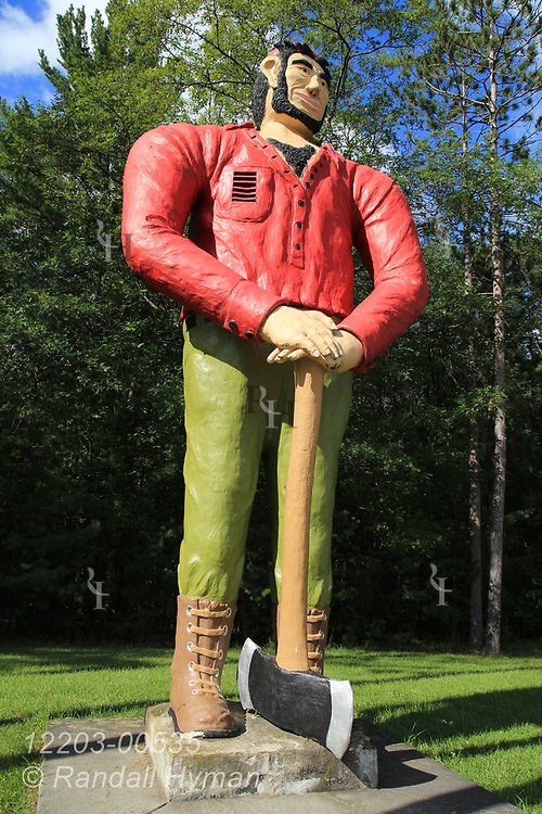 Statue of Paul Bunyan at Ossineke, Michigan.