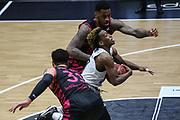 Basketball: Deutschland, 1. Bundesliga, Hamburg Towers -  Telekom Baskets Bonn, Hamburg, 12.02.2021<br /> Isaiah Philmore (vorne) und James Thompson IV (beide Bonn, hinten) - TJ Shorts (Towers, M.)<br /> © Torsten Helmke