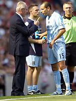 Photo: Olly Greenwood.<br />Arsenal v Manchester City. The FA Barclays Premiership. 25/08/2007. Mancherster City manager Sven Goran Eriksson tals with Martin Petrov