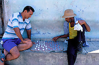 Cuba, Santiago de Cuba, Joueurs de Dame dans l'ancien quartier français de Tivoli // Cuba, Santiago de Cuba, District of Tivoli