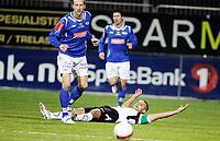 Fotball<br /> Kval til Tippeligaen <br /> AKA Stadion 14.11.10<br /> Hønefoss BK - Ranheim<br /> Ivar Sandvik feller Kamal Saaliti<br /> Foto: Eirik Førde