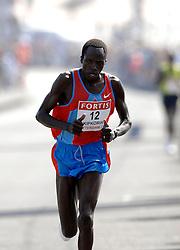 15-04-2007 ATLETIEK: FORTIS MARATHON: ROTTERDAM<br /> In Rotterdam werd zondag de 27e editie van de Marathon gehouden. De marathon werd rond de klok van 2 stilgelegd wegens de hitte en het grote aantal uitvallers / David Kipkorir KEN<br /> ©2007-WWW.FOTOHOOGENDOORN.NL