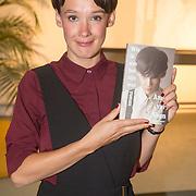 ** PRIVE,WEEKEND,STORY,PARTY OUT ** NLD/Utrecht/20151006 - Boekpresentatie Anne van Veen - 'Wie ik aan het zijn was', Anne van Veen met haar eerste boek