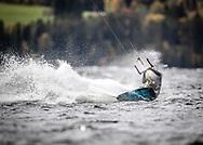 ÖSTERSUND, SVERIGE - 23 September 2018 :  Bilder från Kitesurfing i Mårtensviken den 23 . LCSeptember i Östersund ( Foto: Per Danielsson) <br /> <br /> Nyckelord Keywords: Kite, Kitesurfing, Kitesurfing på Storsjön