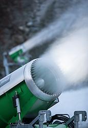 THEMENBILD - rechtzeitig vor Beginn der Wintersaison laufen die Schneekanonen in Tirol auf Dauerbetrieb. Die lang ersehnten kalten Temperaturen lassen nun endlich eine effektive Kunstschnee-Produktion zu lassen die Touristiker aufatmen // Just in time before the winter season is starting the snow cannons run in Tyrol. The long-awaited cold temperatures can finally be left to produce an effective artificial snow production, Innsbruck, Austria on 2015/12/05. EXPA Pictures © 2016, PhotoCredit: EXPA/ Jakob Gruber