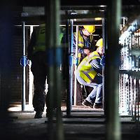 Nederland, Amsterdam , 5 augustus 2011..Werkzaamheden zoals bekabeling worden in kruipruimtes onder de metrostation bij CS aangelegd..Foto:Jean-Pierre Jans