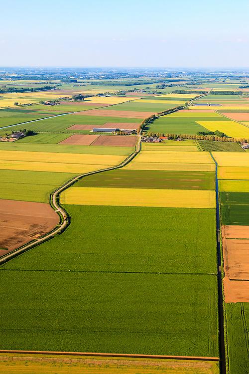 Nederland,  Land van Maas en Waal, Gelderland, 27-05-2013; West Maas en Waal, oorspronkelijk een gebied van komgronden (laaggelegen en nat gebied), versnipperd en slecht ontsloten. Afwateringskanalen.<br /> Grootschalige ruilverkaveling in combinatie met cultuurtechnische gebiedsverbetering is in de jaren vijftig (jaren '50) van de vorige eeuws gecombineerd met voorlichting en scholing van de bewoners.<br /> The low and wet land between the rivers Maas and Waal, central Netherlands  has been developed in the fifties by large-scale land consolidation and education, development and training of the residents. One of the main roads along the farms.luchtfoto (toeslag op standard tarieven)<br /> aerial photo (additional fee required)<br /> copyright foto/photo Siebe Swart