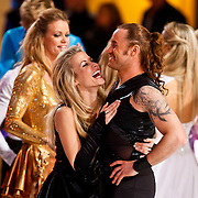 NLD/Hilversum/20110128 - Live show Sterren Dansen op het IJs2011, Vivian Reijs en Nick Keagan