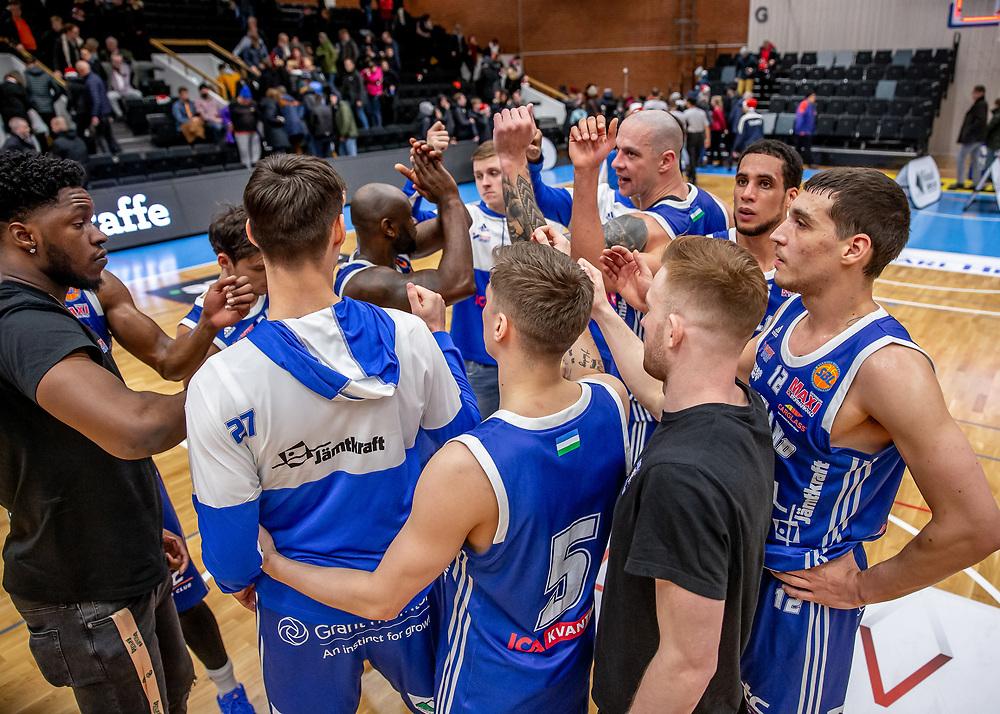 ÖSTERSUND 20191221<br /> Jämtland Basket efter lördagens match i basketligan mellan Jämtland Basket och Köping Stars i Östersunds Sporthall.<br /> <br /> Foto: Per Danielsson/Projekt.P