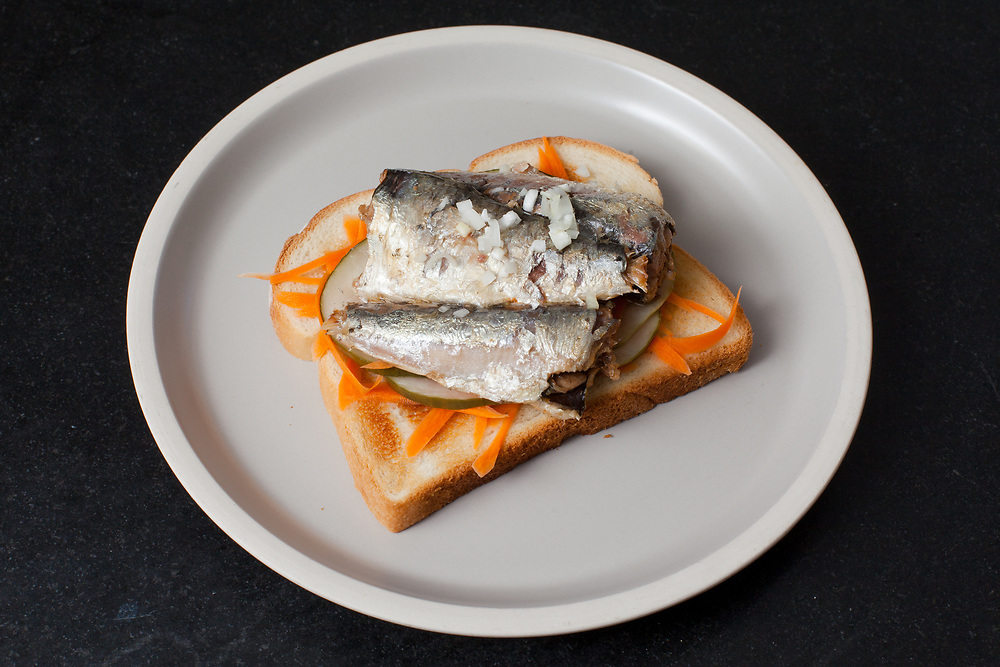 Sardines & pickled vegetable toast from the fridge (m€) - COVID-19 Social Distancing in RI