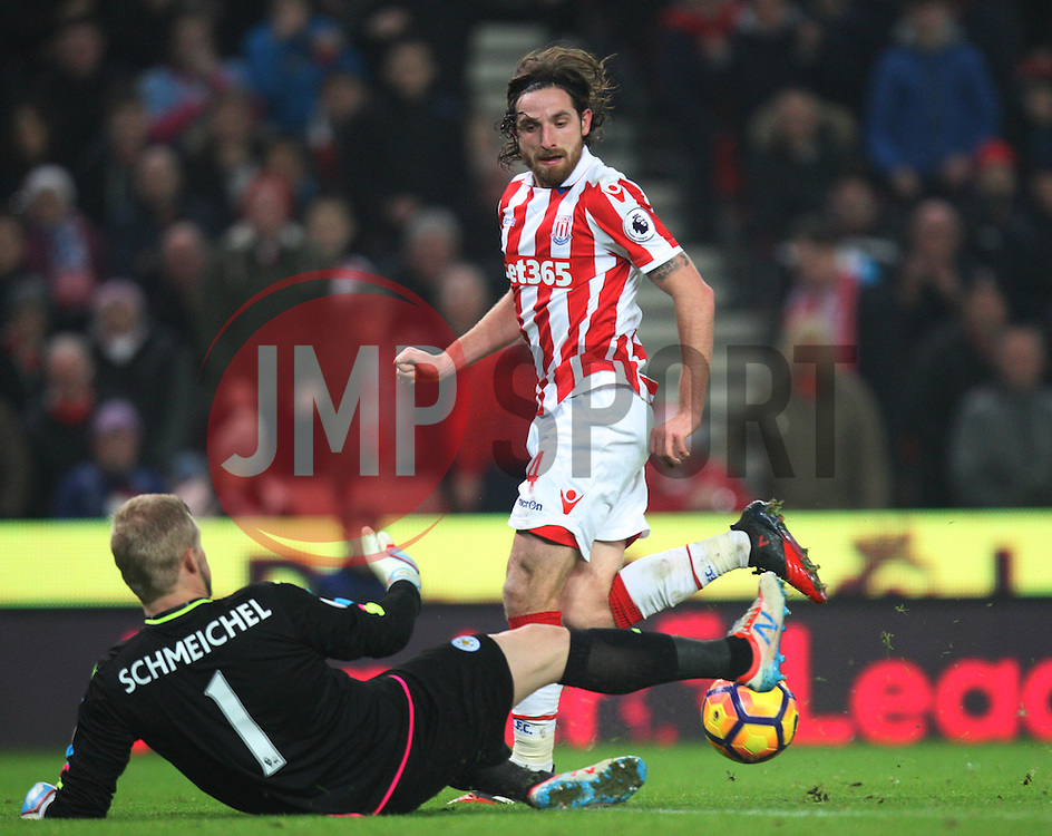 Kasper Schmeichel of Leicester City (L) saves from Joe Allen of Stoke City - Mandatory by-line: Jack Phillips/JMP - 17/12/2016 - FOOTBALL - Bet365 Stadium - Stoke-on-Trent, England - Stoke City v Leicester City - Premier League
