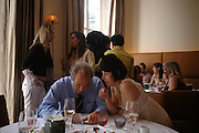 Charles Finch and Isabella Blow. Lunch party for Brooke Shields hosted by charles finch and Patrick Cox. Mortons. Berkeley Sq. 6 July 2005. ONE TIME USE ONLY - DO NOT ARCHIVE  © Copyright Photograph by Dafydd Jones 66 Stockwell Park Rd. London SW9 0DA Tel 020 7733 0108 www.dafjones.com