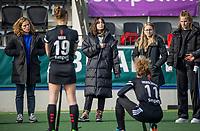 AMSTELVEEN - De geblesseerde Eva de Goede (Adam), met een gebroken pols,    na  de hoofdklasse hockey competitiewedstrijd dames, Amsterdam-Den Bosch (0-1)  COPYRIGHT KOEN SUYK