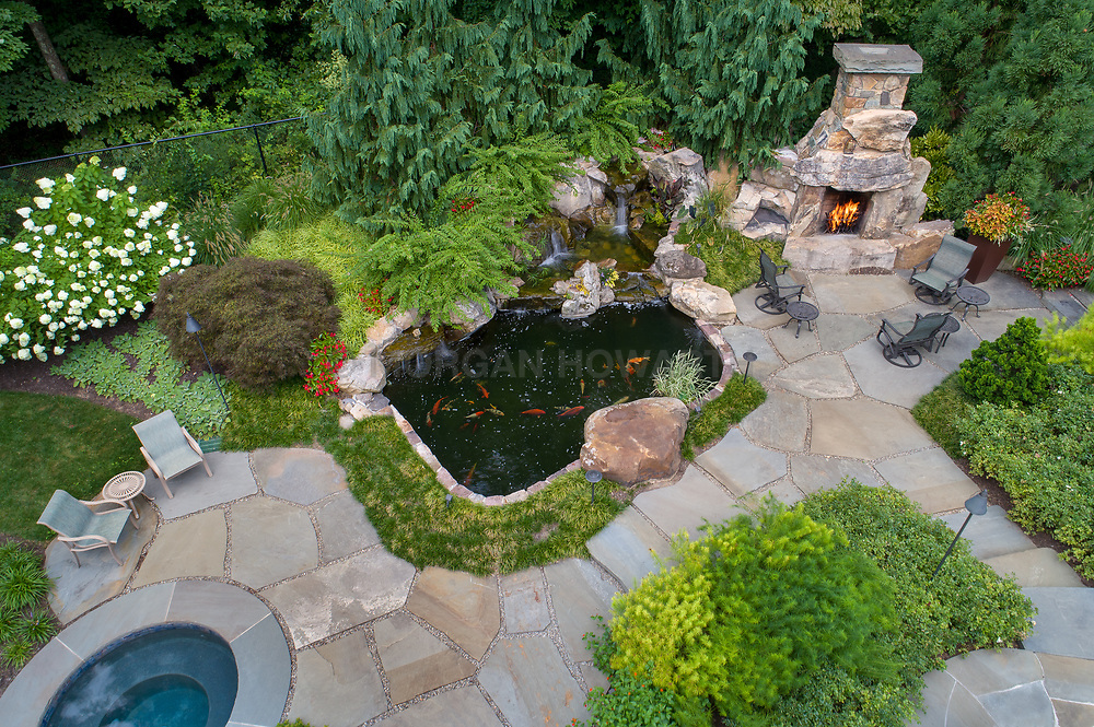 927 Hickory exterior landscaping with pool, cooking area, whirlpool, Fireplace VA 2-174-311