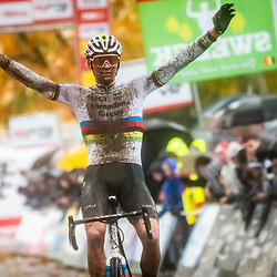 11-11-2019: Cycling Jaarmarktcross Niel: Mathieu vsn der Poel takes the win in Niel too