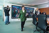 22 MAR 2017, BERLIN/GERMANY:<br /> Brigitte Zypries, SPD, Bundeswirtschaftsministerin, auf dem Weg zu ihrem Platz, vor Beginn der Kabinettsitzung, Bundeskanzleramt<br /> IMAGE: 20170322-01-003<br /> KEYWORDS: Kabinett, Sitzung