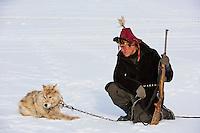Mongolie, province de Bayan-Olgii, Jenisbek Tserik, , chasseur à l'aigle Kazakh en compagnie d'un loup // Mongolia, Bayan-Olgii province, Jeinsbek, Jenisbek Tserik, Kazakh eagle hunter with a wolf