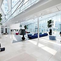 Nederland, Amsterdam , 29 juni 2010..1 van de studio's in de nieuwe vestiging van Endemol in Amsterdam Zuid Oost in de MediArena Studio's..Endemol Holding B.V. is een van de grootste internationale televisieproducenten. Het bedrijf is in 1994 ontstaan na een fusie van de televisieproductiebedrijven van Joop van den Ende (Endemol) en John de Mol (Endemol). In 2003 boekte de Endemol Group een omzet van EUR 913,8 miljoen. Wereldwijd werken er 3300 mensen (waarvan 800 in Nederland)..In 2000 werd Endemol verkocht voor EUR 5,5 miljard aan het Spaanse telecombedrijf Telefónica..Op de foto de entree van het nieuwe pand van Endemol. Het laatste voegwerk wordt verricht..Last construction works in the new building of the new branch of Endemol in Amsterdam South East in the MediArena Studios. In 2000, Endemol was sold to the Spanish telecom company Telefonica for EUR 5.5 billion.