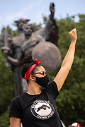 Charleston, United States. 31 May, 2020. A member of the Black Panther Party holds up her fish in front of the Defenders of the Confederacy statue in White Point Gardens during a demonstration over the death of George Floyd, along the historic Battery May 31, 2020 in Charleston, South Carolina. Floyd was choked to death by police in Minneapolis resulting in protests sweeping across the nation.  Credit: Richard Ellis/Alamy Live News