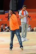 Nederlandse Olympische ploeg komt thuis en wordt gehuldigd op het plein voor Station Den Bosch.<br /> <br /> Op de foto:  Yes-r en Ali B