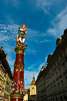 The Piper's Fountain (Pfeiferbrunnen) on Spitalgasse with the Prison Tower (Kafigturm) in background, Bern, Canton Bern, Switzerland