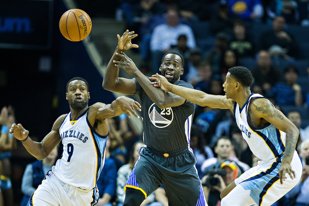 MEMPHIS, TN - DECEMBER 10:  Draymond Green #23 of the Golden State Warriors being defended by Tony Allen #9 and Troy Williams #10 of the Memphis Grizzlies at the FedExForum on December 10, 2016 in Memphis, Tennessee.  The Grizzlies defeated the Warriors 110-89.  NOTE TO USER: User expressly acknowledges and agrees that, by downloading and or using this photograph, User is consenting to the terms and conditions of the Getty Images License Agreement.  (Photo by Wesley Hitt/Getty Images) *** Local Caption *** Draymond Green; Tony Allen; Troy Williams