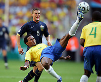 v.l. Jason Culina, Ze Roberto Brasilien<br /> Fussball WM 2006 Brasilien - Australien<br /> Brasil - Australia<br /> Norway only