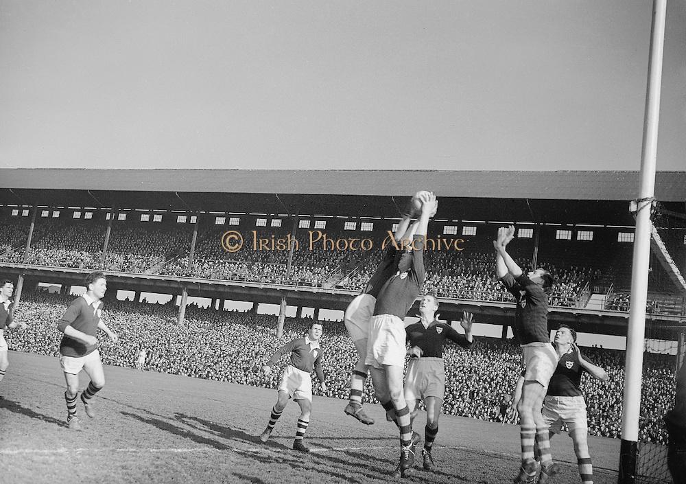 1953.155/2185-2186.17031953IPHCF.17.03.1953.17. March 1953.17. Mar 1953.Interprovincial Railway Cup Football Championship - .Munster v. Leinster..FOOTBALL. - Wrong Folder...............................................................................................................................................................................................................................................................................................................................................................................................................................................................................................................................................................................................................................................................................................................................................