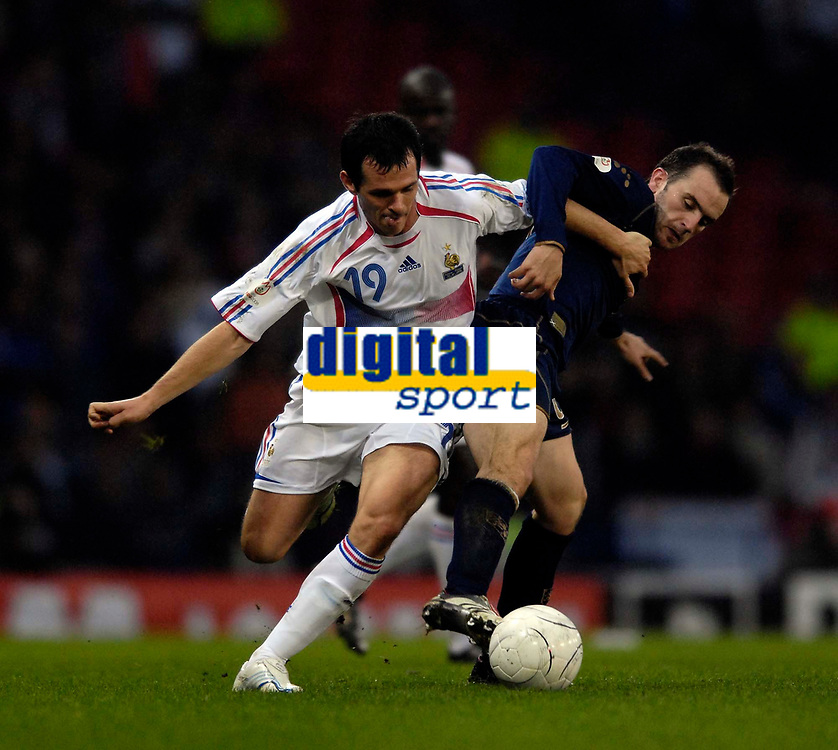 Photo: Jed Wee.<br />Scotland v France. UEFA European Championships 2008 Qualifying. 07/10/2006.<br /><br />Scotland's James McFadden (R) tries to win the ball from France's Willy Sagnol.