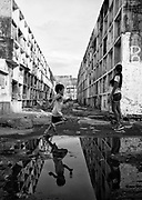 In Navotas, every play or run of the children who live there, is always surrounded by the background of graves and all seem alienated from the scenery around them.