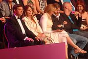 MIS(S) VERKIEZING 2007 vanuit Studio Baarn. De verkiezing van de  mooiste, slimste, charmantste en meest betrokken gehandicapte jonge vrouw van Nederland.<br /> <br /> Op de foto: minister-president Jan Peter Balkenende in het puibliek