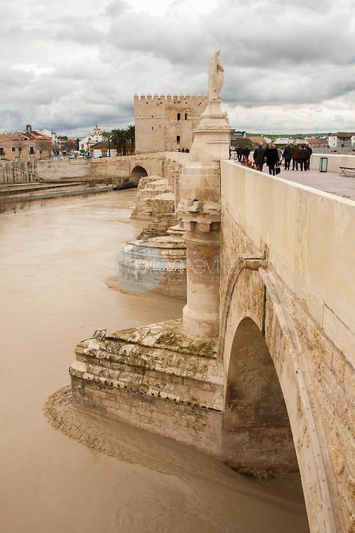 Puente Romano de Córdoba sobre el Guadalquivir, Andalucía ©Country Sessions / PILAR REVILLA