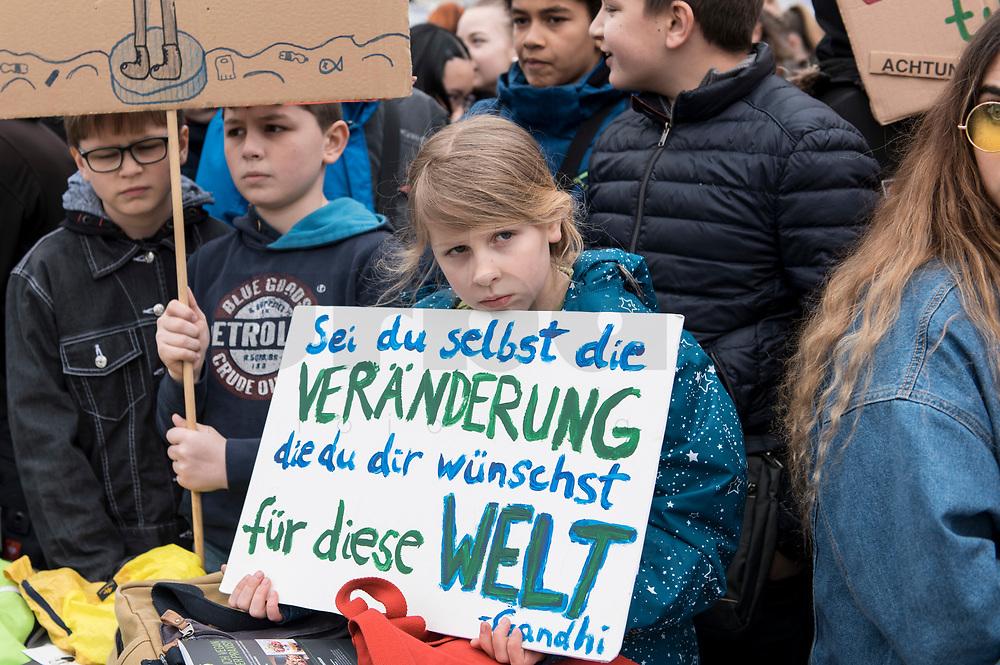 """22 MAR 2019, BERLIN/GERMANY:<br /> Kinder, Schueler und Jugendliche demonstrieren bei einer Demo """"Fridays for Future"""" fuer mehr Klimaschutz, Invalidenpark<br /> IMAGE: 20190322-01-011<br /> KEYWORDS: Demonstration, Protest, portester, Youth, Clima, climate change, Demonstranten, Klimarettung, Demo, Schulstreik, Streik, Schüler, Klimawandel."""