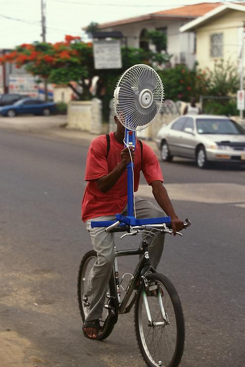 BELIZE / Belize City / Cyclist carrying a fan...© JOAN COSTA