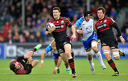 Duncan Taylor (Saracens) goes on the attack - Photo mandatory by-line: Patrick Khachfe/JMP - Tel: Mobile: 07966 386802 18/01/2014 - SPORT - RUGBY UNION - Allianz Park, London - Saracens v Connacht Rugby - Heineken Cup.
