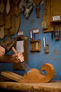 Lagoa Dourada_MG, Brasil..Artesanato em madeira em Lagoa Dourada, Minas Gerais...Wooden handicraft at Lagoa Dourada, Minas Gerais...Foto: JOAO MARCOS ROSA / NITRO