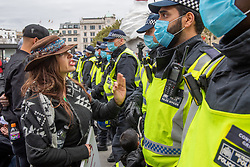 © Licensed to London News Pictures. 26/09/2020. London, UK. A protester remonstrates with an officer as police moved into Trafalgar Square to break up a large gathering. Coronavirus sceptics have gathered in central London for a large demonstration. Photo credit: Peter Manning/LNP