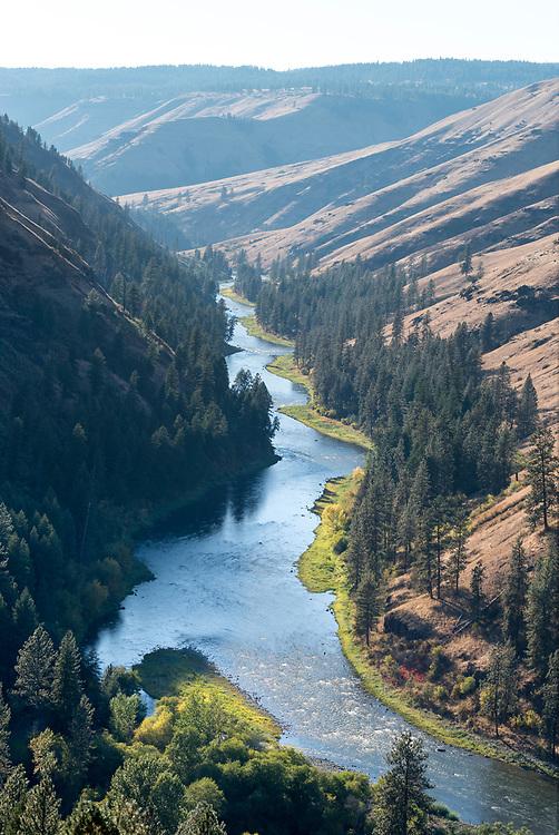 The Grande Ronde River in autumn, Oregon.
