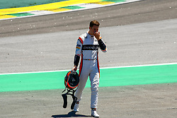 November 12, 2017 - Brazil - SAO PAULO, SP - 12.11.2017: GRANDE PR MIO DO BRASIL DE FORMULA 1 2017 - In the photo, the driver of MsLaren, Stoffel Vandoorne, suffers an accident and walks out of his car during the 2017 Brazilian Formula 1 Grand Prix on Sunday at the Jose Carlos Pace racetrack in Interlagos. (Credit Image: © Fotoarena via ZUMA Press)