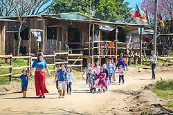 Crianças e alunos de escolas gaúchas celebram a cultura tradicionalista no Acampamento Farroupilha, no Parque da Harmonia, em Porto Alegre. Em comemoração aos 180 anos da proclamação da República Rio-grandense, na revolução conhecida como Guerra dos Farrapos, o acampamento é composto por cerca de 400 piquetes organizados por grupos tradicionalistas, empresas e agremiações, onde se cultivam os hábitos da tradição gaúcha. FOTO: Gustavo Roth / Agência Preview