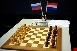 18-01-2009 SCHAKEN: CORUS CHESS: WIJK AAN ZEE<br /> Vele schakers hadden zich weer ingeschreven schaakbord schaakstenen - item schaken<br /> ©2009-WWW.FOTOHOOGENDOORN.NL