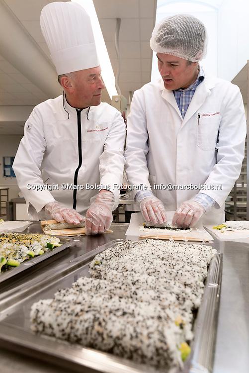 Nederland,  Veghel, De Ondernemer Rubriek Teamwork, directeur met kort haar en blauwe blazer Jeroen Enzerink en kok Gerard Tiemissen boer boeren gewassen eten voedsel dieren kippen varkens