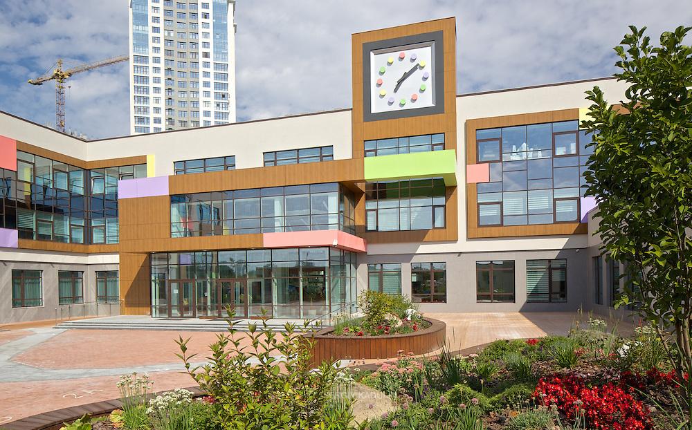 Exterior of Novopechersky School, Kyiv. Main entrance to the building.
