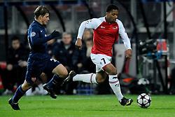 20-10-2009 VOETBAL: AZ - ARSENAL: ALKMAAR<br /> AZ in slotminuut naast Arsenal 1-1 / Andrei Arshavin en Jeremain Lens<br /> ©2009-WWW.FOTOHOOGENDOORN.NL