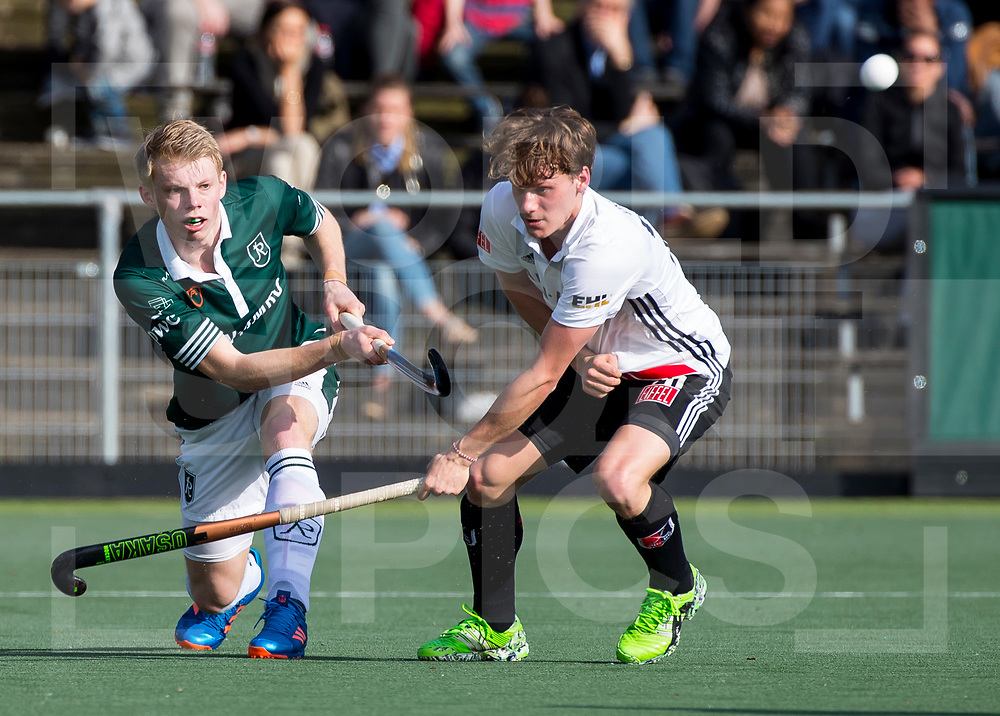 AMSTELVEEN - Competitie Hockey hoofdklasse heren ;: Amsterdam-Rotterdam (2-2). Jochem Bakker (R'dam) met Tijn Lissone (A'dam)   COPYRIGHT KOEN SUYK