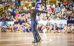 O patinador Marcel Stürmer faz o show de abertura da Copa Mercosul de Patinação Artística e recebe o carinho do público, no Centro de Eventos de São Leopoldo. Considerado o melhor patinador da história do País, Marcel é detentor do título de Tetracampeão Pan-Americano (Toronto 2015, Guadalajara 2011, Rio 2007 e Santo Domingo 2003), Campeão dos Jogos Mundiais (Cali 2013) e Vice-campeão Mundial (Auckland 2012 e Brasília 2011). A Copa MERCOSUL de Patinação Artística é uma competição anual que acontece com o propósito de promover, desenvolver e dar visibilidade a este esporte de alto rendimento. FOTO: Gustavo Roth / Agência Preview