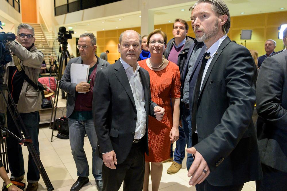 26 OCT 2019, BERLIN/GERMANY:<br /> Olaf Scholz (L), SPD, Bundesfinanzminister, und Klara Geywitz (R), SPD Brandenburg, nach der Bekanntgabe der SPD-Mitgliederbefragung  zur Wahl des neuen Parteivorsitzes, Willy-Brandt-Haus<br /> IMAGE: 20191026-01-068<br /> KEYWORDS: Verkündung, Verkeundung