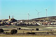 Spanje, Fuendetodos, 10-2-2005Windmolens, windmolenpark in het sroomgebied van de rivier de Ebro, waar altijd veel wind staat. Windenergie, alternatieve, schone energie, klimaatverandering, milieu, klimaatverdrag Kyoto, co2 uitstoot. In Fuendetodos was de geboorteplaats van schilder Goya .Foto: Flip Franssen/Hollandse Hoogte