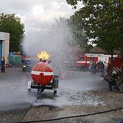 Huizerdag 2004, open dag brandweer, demonstratie, gastank, schuim blussing