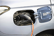 Nederland, Wijchen, 5-2-2017De eigenaar van een elektrisch aangedreven auto laadt zijn voertuig op aan een laadpaalFOTO: FLIP FRANSSEN